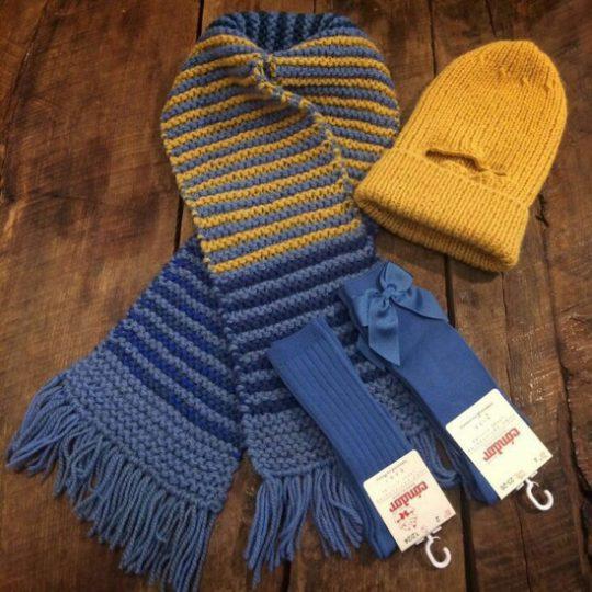Bufanda y gorro combinados con los colores de los calcetines de Condor!!